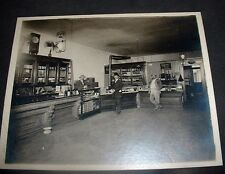 EARLY PAPER PHOTOS-LIQUIOR STORE INTERIOR BL & WT8X6 CLERK & CUSTOMERS