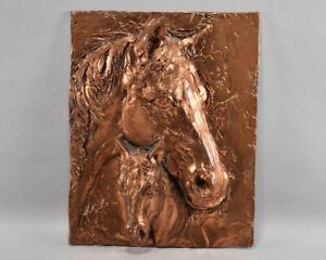 g84l11- Masse Relief, Pferdeköpfe, Stute mit Fohlen