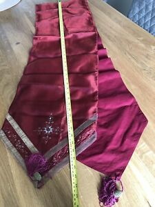 Table Runner Burgandy With Beading