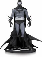 DC Collectibles Batman Black & White: Batman by Jae Lee Statue 1255/5200