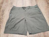 Columbia Men's Size 44 Omni Shield Advanced Repellency Shorts Green