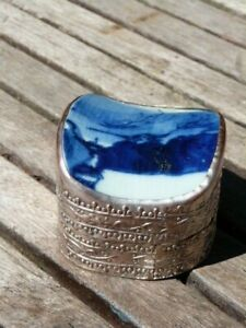 UNUSUAL VINTAGE ORIENTAL BLUE&WHITE CERAMIC TOP SILVER ON COPPER TRINKET BOX