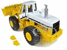 INTERNATIONAL 560 PAY LOADER HARVESTER 1/25 SCALE DIECAST BY FIRST GEAR 40-0071