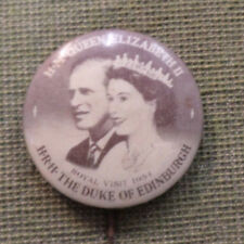 #D326.  1954  ROYAL  VISIT QUEEN ELIZABETH II  TIN  BADGE
