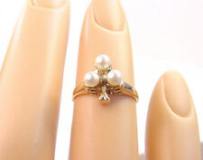 THREE CULTURED AKOYA PEARLS and DIAMOND VINTAGE 14K GOLD CLOVER RING  SIZE 3 1/2