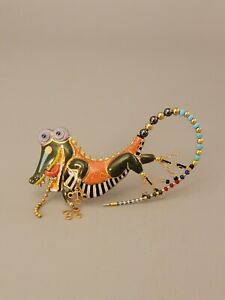 Signed CYNTHIA CHUANG JEWELRY 10 Porcelain Brooch Allegator Enamel Glass
