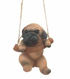 Hund Deko Dekoration Figur Mops mit Schaukel ca.30 cm Gesamtlänge  Geschenk