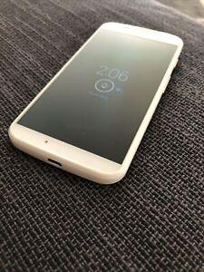 Motorola Moto X XT1060 - 16GB - White (Republic Wireless) Smartphone