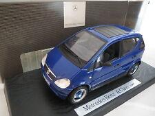 Händlermodell:Mercedes Benz A 140 in dunkelblaumetallic in 1:18 von Maisto.RAR!
