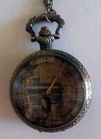 Superbe montre pendentif ronde décor Arc de Triomphe métal vieilli jaune neuve