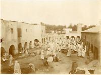 Algérie, Marché de Biskra  Vintage albumen print.  Tirage albuminé  21x27