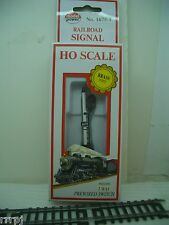 HO  TRAIN  SIGNAL  FOR TRAIN  TRACK LAYOUTS  # 1657-1 BY MODEL POWER RED & GREEN