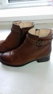 CLARKS LADIES TAN ANKLE BOOTS,SIZE UK 4.WORN ONLY TWICE.SUPERB CONDITION.