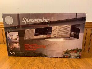 Vintage GE Spacemaker Kitchen Companion Under Cabinet Radio Light Outlet 7-4250
