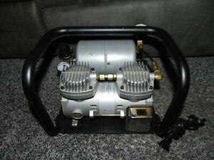 SimAIR MINI AIR COMPRESSOR w/ SPARMAX 100 PSI MAX 32 LPM FLOW / 1.35 AMPS
