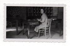 PHOTO ANCIENNE  Employée de bureau Table Femme Travail Métier Snapshot Vers 1930