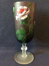 Vase en verre teinté violet peint et émaillé décor floral fin XIX ème H 22,3cm