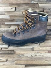 New listing Lowa Leather Hiking Boots Men's Size 8 Women's Size 8.5 German Vibram Soles