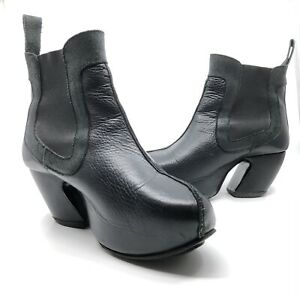 John Fluevog Prepare Black Angle Heel Short Platform Boot Size 8 Good Condition
