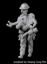 Black Dog 1/35 Fireman No.5 Firefighter carrying little Girl w/Teddy Bear F35164
