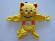 L7- DOUDOU HOCHET FISHER PRICE CHAT JAUNE ORANGE ROUGE BLEU GRELOT - TBE