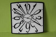 stylische Wanduhr Küchenuhr  schwarz-weiß Glas NEU