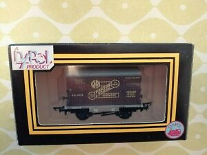DAPOL OO GAUGE L.N.E.R. CONTAINER FLAT WITH GWR CONTAINER