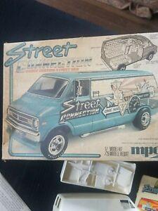 Vintage 1977 1/25 scale MPC Street Connection Dodge Custom Street Van model kit