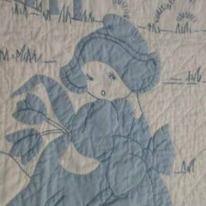 Beautiful! Vintage Dutch Girl Baby CRIB QUILT Blue & White 63x46 Applique