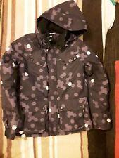 skijacke mädchen 128 von H&M in schwarz lila mit abnehmbarer Kapuze