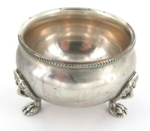 .QUALITY / ANTIQUE STERLING SILVER SALT WITH LIONS PAW FEET.