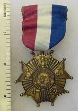 ORIGINAL Vintage US WW2 WAR SERVICE MEDAL AWARDED by UTICA NEW YORK 1946