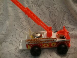 Vintage 1968 Fisher Price Little People Fire Truck Engine #720 With Ringing Bell
