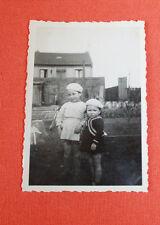 Photographie Vintage snapshot 1940 portrait enfants béret mode rétro guerre