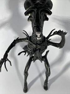 Halcyon Movie Classics Aliens 1:12 Alien Queen PVC Model Kit