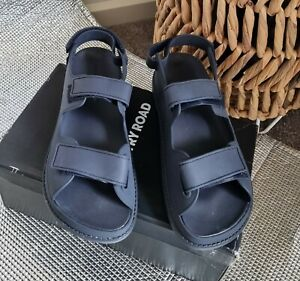 New Country Road Two Strap Sandals Size 40 Navy RRP $119