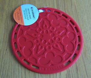 """Le Creuset 8"""" Cerise Red Round Silicone French Trivet Potholder New with Tags"""