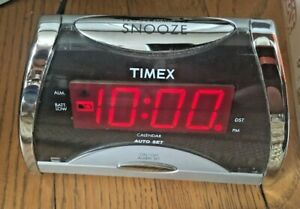 Timex Alarm Clock T103S - Programmable Snooze - Calendar - Dimmer - DST Switch