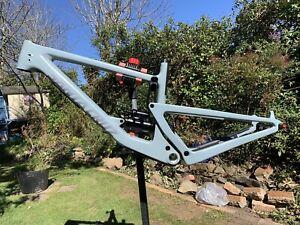 Santa Cruz Bronson V3 Carbon CC Frame Size Medium