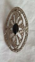 VINTAGE UNSIGNED TRIBAL HAMMERED OVAL BLACK ONYX SHIELD BROOCH PIN, SILVERTONE,