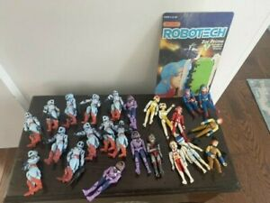 Robotech lot of loose action figures, many (but not all) w/ weapons and helmets