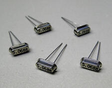 5 Stück 5.0688 MHz Quarze / Bauform HC-49/T4 (M8611)