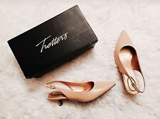 NEW Trotters Classic Prima Nude Patent Leather Kitten Heel Wide 6.5W Comfort
