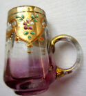 verre à liqueur émaillé Legras, chope dorée et mauve à fleurettes