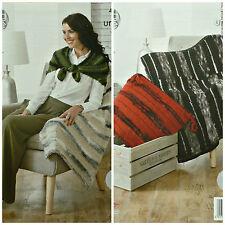 Knitting pattern facile KNIT 2 dimensioni aperto Cuscino Wrap URBAN KING COLE 4335