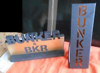 BUNKER BKR 2 Presentoirs PLV Display noir et or : 1 en mousse et 1 en carton