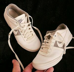 NIKE WOMENS GIRLS WHITE & GREY LEATHER TRAINERS SHOES UK SIZE 3 EU36 GYM K FIT