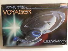 Monogram Star Trek USS Voyager Starship Model 3604 New Sealed Parts