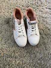 Qupid side stripe flatform sneakers in white/beige Mix - Size 7