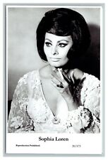 Sophia Loren (C) Swiftsure Postcard year 2000 modern print 20/173 glamour photo